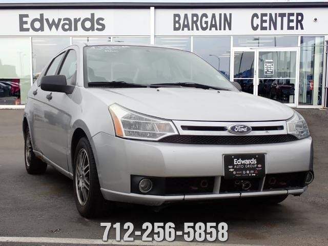 Used 2011 Pre-Owned 2011 Ford Focus SE